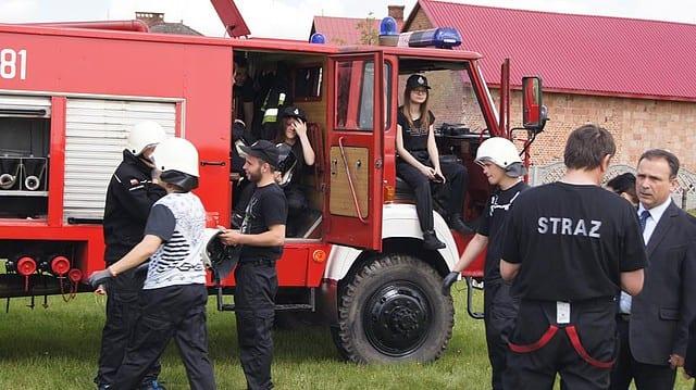 Ćwiczenia bojowe w klasie strażackiej w Zespole Szkół Budowlanych w Mielcu