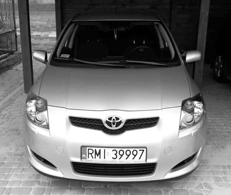 Zdjęcie przedstawiające skradzioną Toyotę