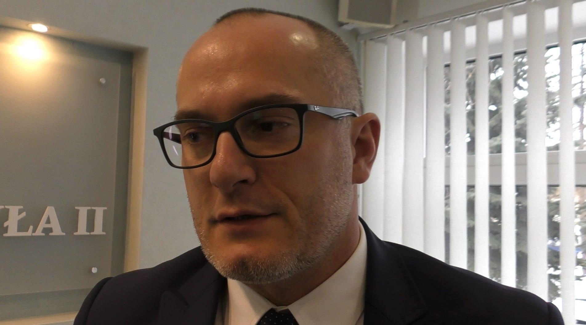 Radny Jarosław Szczerba podczas ostatniej sesji Rady Miejskiej [VIDEO]