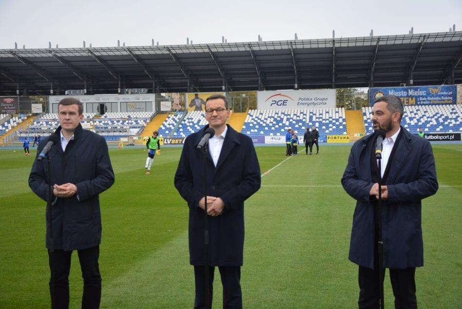 Premier Morawiecki na murawie boiska w Mielcu [FOTO, VIDEO]