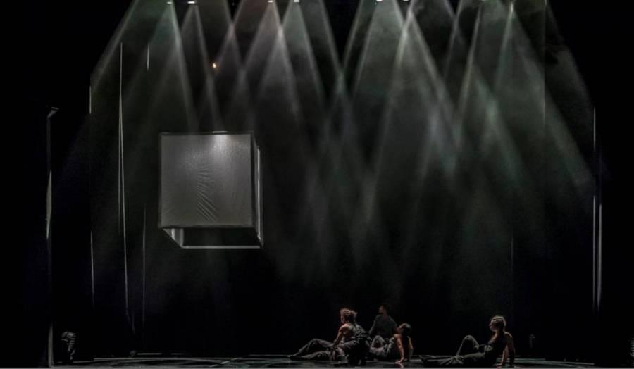 "Spektakl ""Faceless | Less Face"" w wykonaniu B`cause Dance Company"